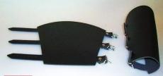 1 Paar exklusive Leder-Armschienen, Armstulpen mit 3 fach-Verschluß aus einem Stück für Rollenspiele, Rüstungen, Gothic