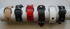 1 Paar Handfesseln mit D-Ringen in verschiedenen Farben Echt Leder 2,5 x 25,0 cm, klein, fein, passend, einfach schnell und praktisch